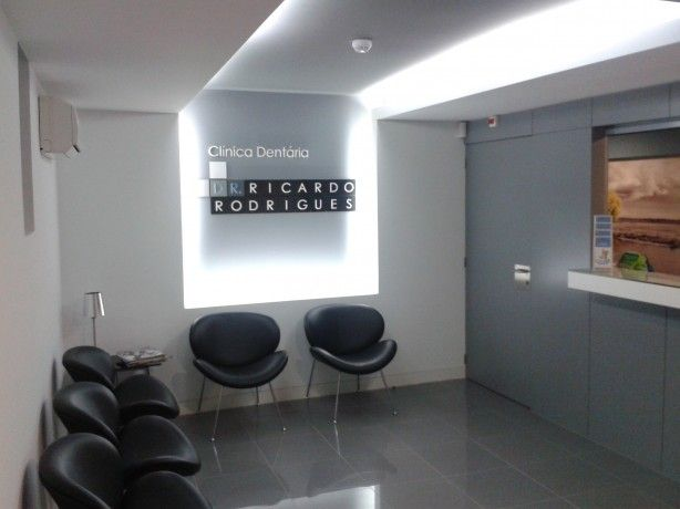 Foto 1 de Clínica Dentária  Dr. Ricardo Rodrigues - Periodontologia e Implantologia Lda.