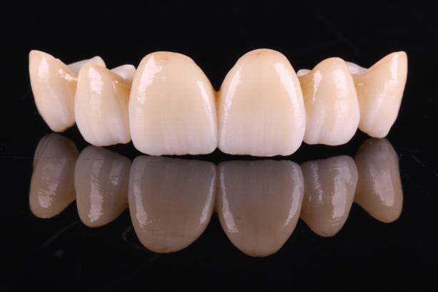 Foto 2 de Multiclinica Dentaria Menezes, Unip., Lda